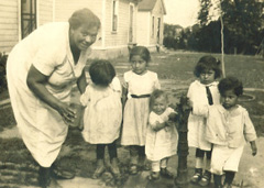 Black and white image of Latina family